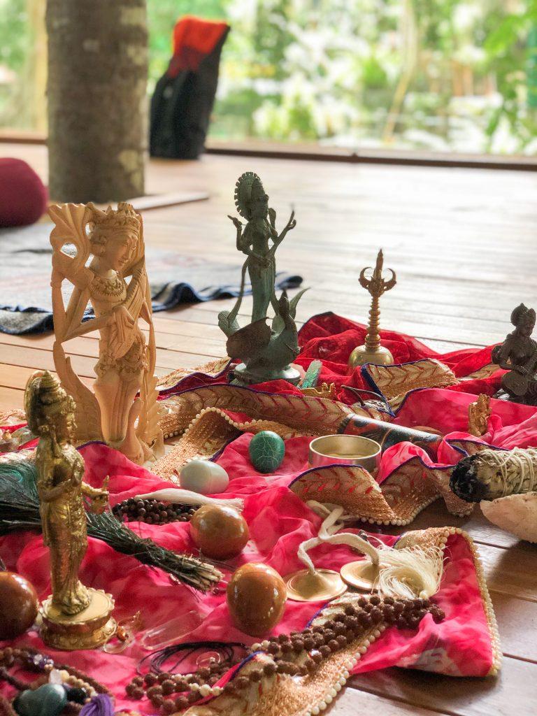 Bhakti Yoga Warum Du Mal Zum Kirtan Gehen Solltest Herzensmensch At
