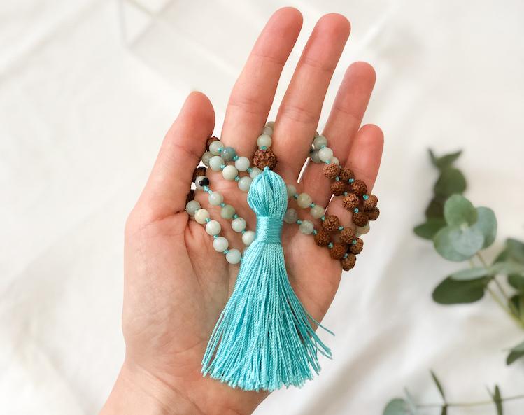 Yoga Mala, Malakette um Hand gewickelt, Japa Meditation
